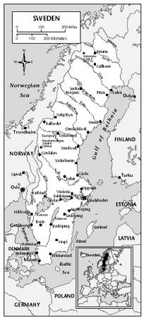 LOCATION: 55°20′ to 69°4′ N; 10°58′ to 24°10′ E. BOUNDARY LENGTHS: Finland, 586 kilometers (364 miles); coastline, 2,746 kilometers (1,706 miles); Norway, 1,619 kilometers (1,006 miles); Gotland Island coastline, 400 kilometers (249 miles); Öland Island coastline, 72 kilometers (45 miles). TERRITORIAL SEA LIMIT: 12 miles.